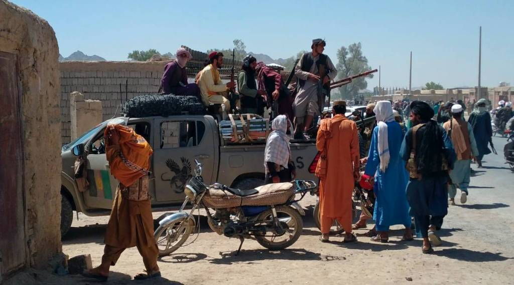 kabul airport blasts, us drone airstrikes, Taliban, காபூல் விமான நிலையம், அமெரிக்க ட்ரோன் தாக்குதல், தலிபான்கள், குண்டுவெடிப்பு, us drone strikes suicide bombers vehicle near kabul airport, afghanistan, us, pakistan