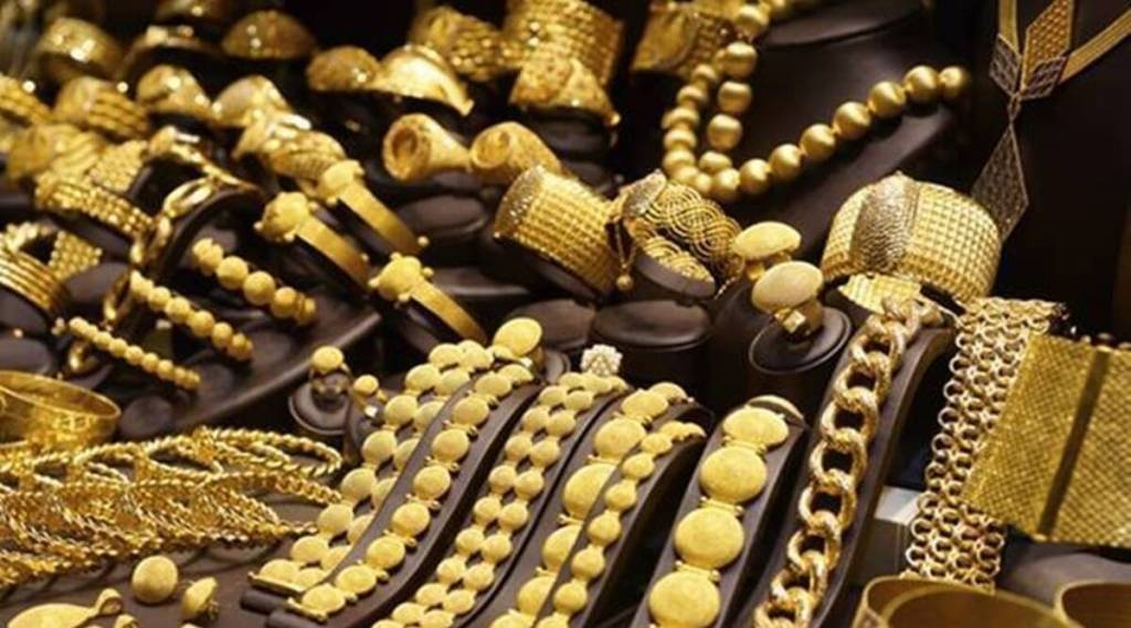 jewellers protesting against new hallmarking process, Chennai hallmarking unique ID, HUID, BIS, நகைக்கடைகள், நகைக்கடை உரிமையாளர்கள் ஸ்டிரைக், ஹால்மார்க், புதிய ஹால்மார்க் விதிக்கு எதிர்ப்பு, சென்னை, தமிழ்நாடு, The Chennai Jewellers' Association, Bureau of Indian Standards, Jwellers token strike, tamil nadu jewellers