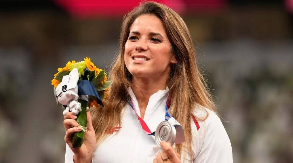 Tokyo Olympic Tamil News: Maria Andrejczyk auctions Tokyo Olympic silver medal