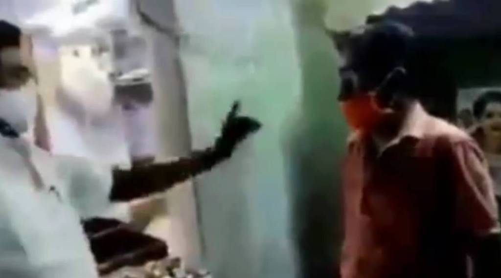 DMK functionary threats TASMAC staff, dmk union secretary threats tasmac staff to put MK Stalin photo in wine shop, திமுக ஒன்றிய செயலாளர் மிரட்டல், டாஸ்மாக் கடையில் ஸ்டாலின் படத்தை வைக்கச் சொல்லை மிரட்டல், தென்காசி, tasmac, viral video, dmk, thenkasi, aiadmk, jayalalitha