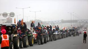 Red Fort violence, Delhi Police charge sheet, Delhi Police sees conspiracy in rise of tractor sales, செங்கோட்டை வன்முறை, டெல்லி போலீஸ் குற்றப்பத்திரிகை, பஞ்சாப், ஹர்யானா, விவசாயிகள் போராட்டம், டிராக்டர் பேரணி, டிராக்டர் விற்பனை உயர்வு, tractor rally, Punjab, Haryana, Farmers protest, farms Law, delhi farmers protest, tractor sale increase