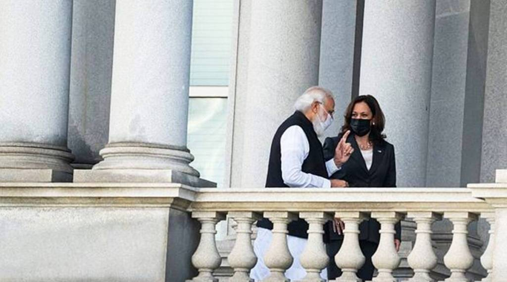 PM Modi gives gift to Kamala Harris, PM Narednra Modi, Vice President Kamala Harris, PM Narendra Modi visits America, கமலா ஹாரிஸ், பிரதமர் மோடி, PM Modi gives gift to Kamala Harris, கமலா ஹாரிஸுக்கு பிரதமர் மோடி அளித்த பரிசு, தாத்தாவின் நினைவாக செஸ் செட், PM Modi, Kamala Harris, USA, Quad summit, Joe Biden, America