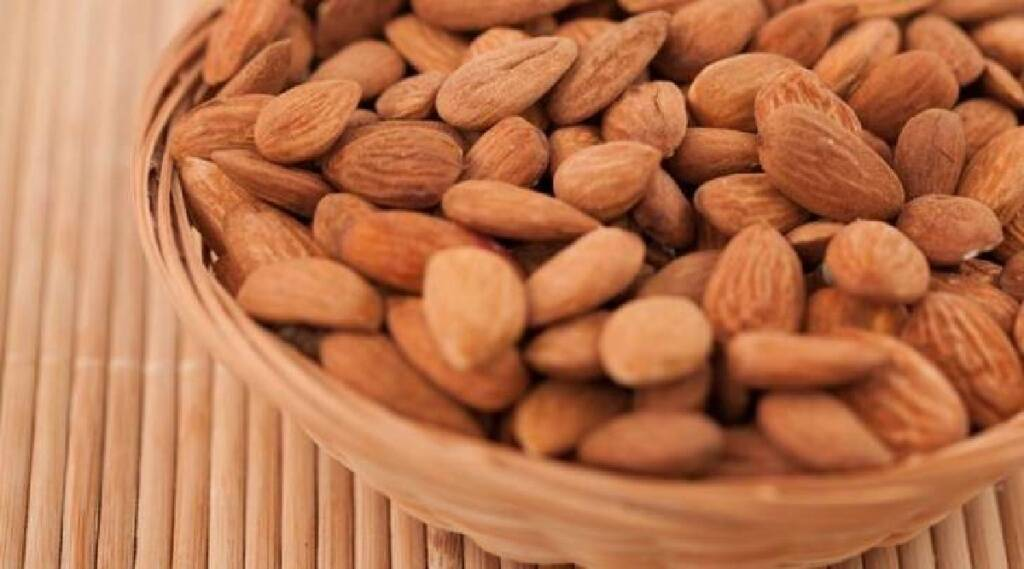 Tamil Health tips: daily consumption of almonds in tamil