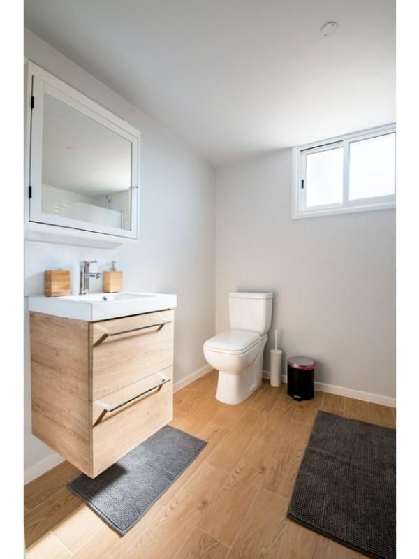toilet 2 - unsplash (1)